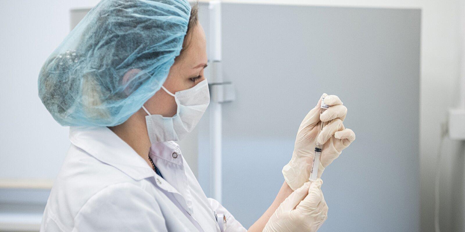 Выездные бригады вакцинации начнут работу еще в двух торговых центрах Москвы
