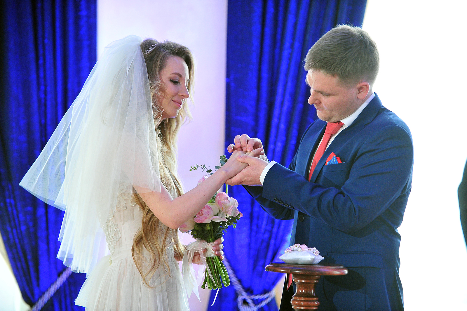 Около 60 пар поженятся в Рождество