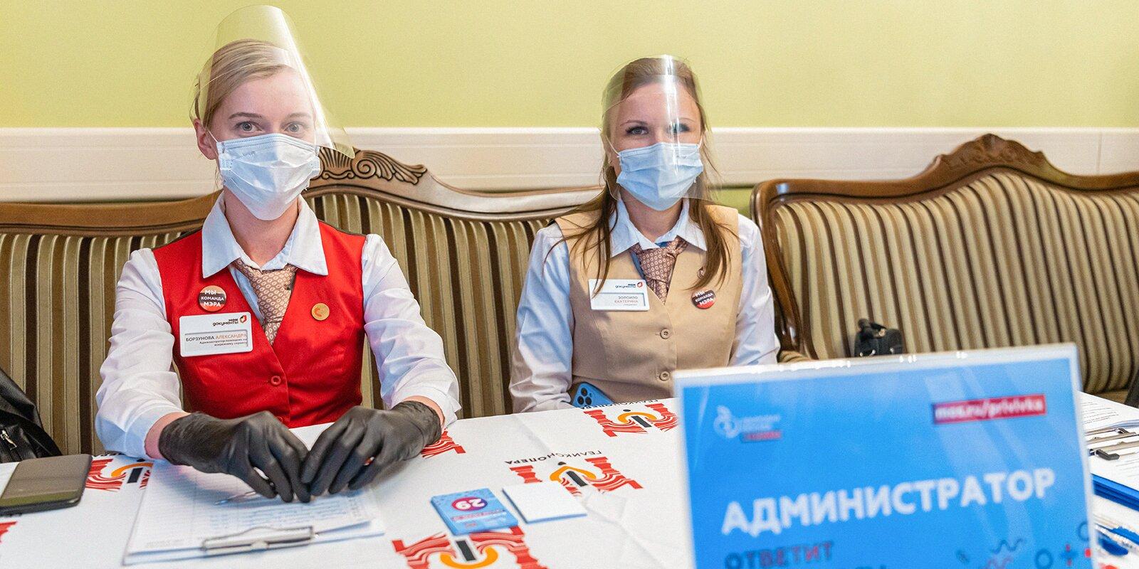 Сергей Собянин посетил выездной пункт вакцинации от COVID-19 в театре «Геликон-опера»