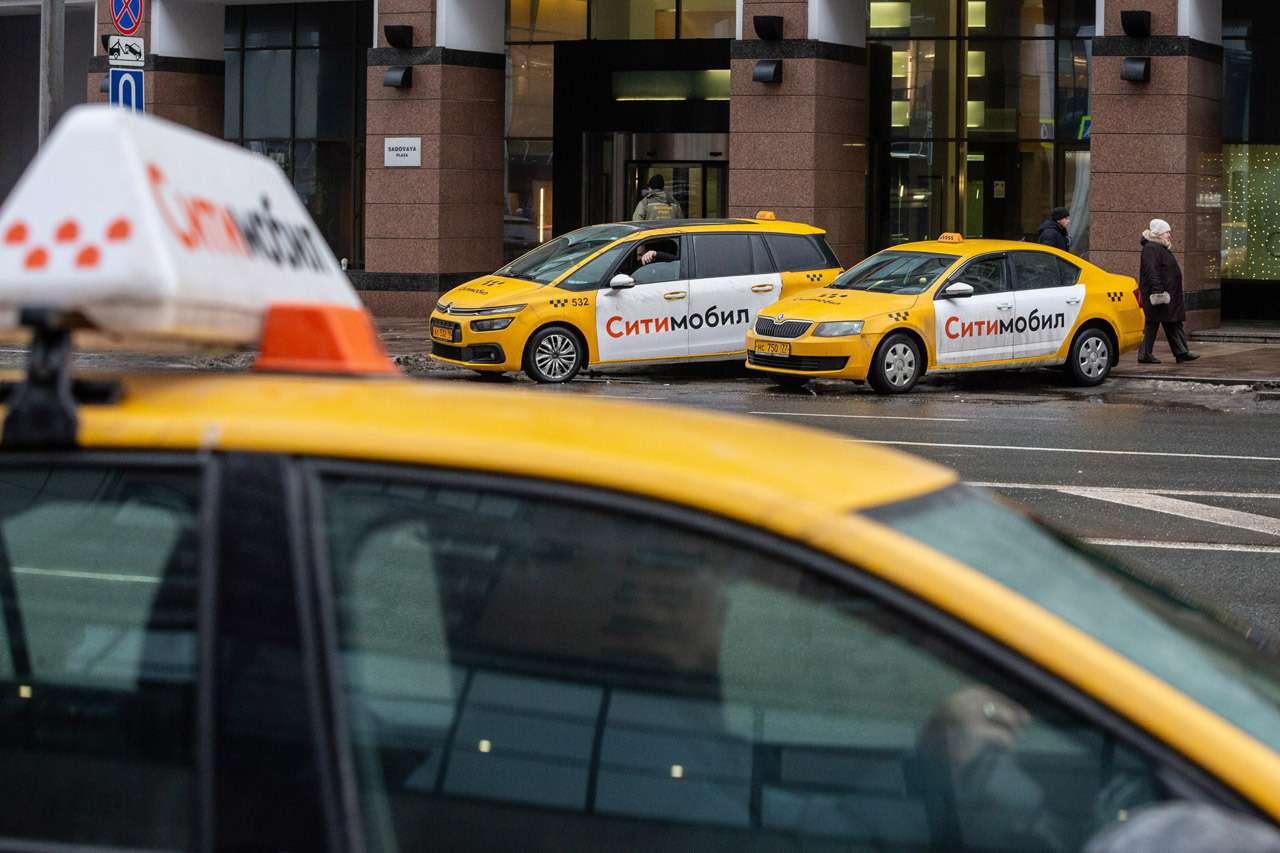 Депутат предложил запретить мигрантам работать в такси