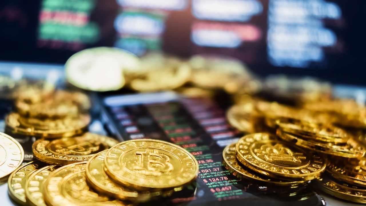 Курс Bitcoin на бирже Livecoin поднялся выше 450 000 долларов. Администрация заявила об атаке