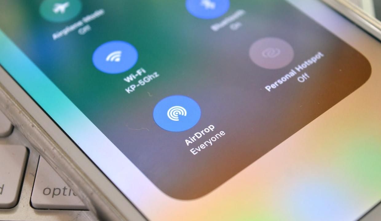 Проблема в AirDrop позволяет узнать телефоны и email-адреса пользователей