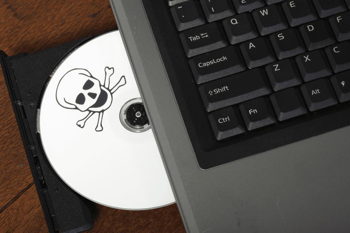 Пиратские версии Microsoft Office и Adobe Photoshop похищают данные и криптовалюту