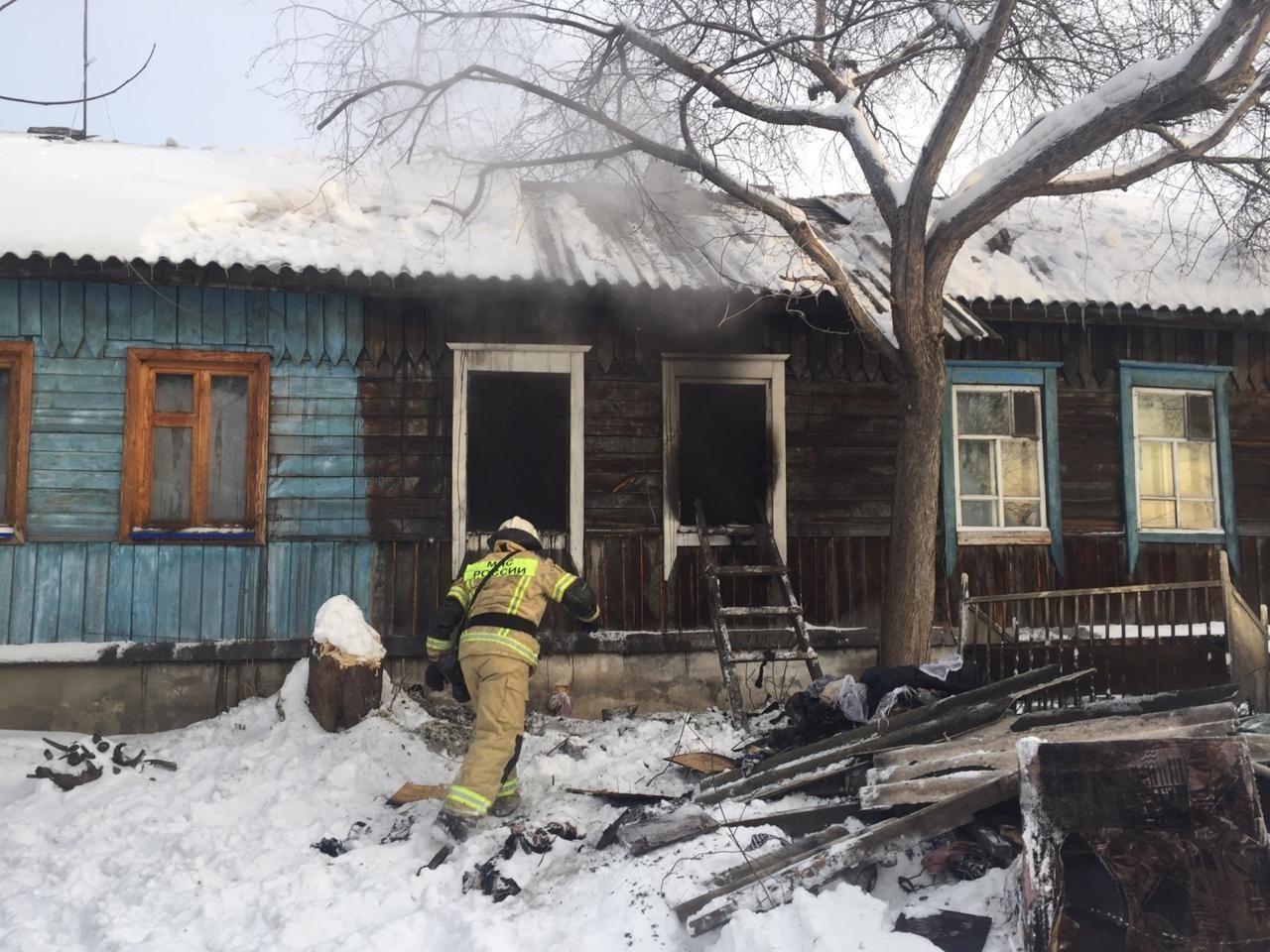Четыре человека погибли в крупном пожаре в Новосибирске — фото