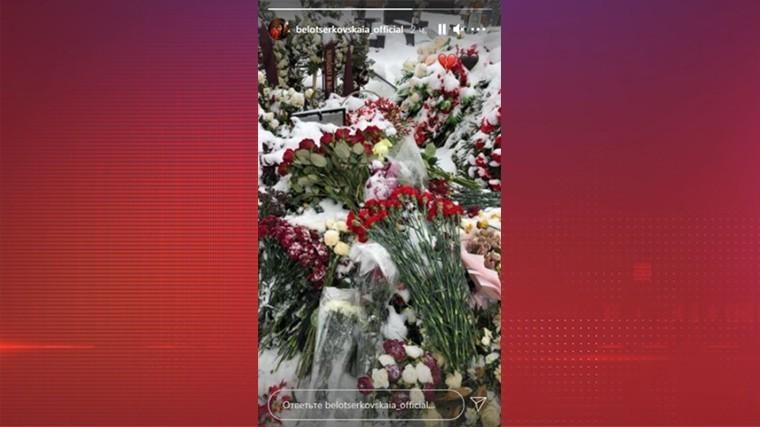 Вдова Грачевского посетила могилу мужа на девятый день после его смерти — фото