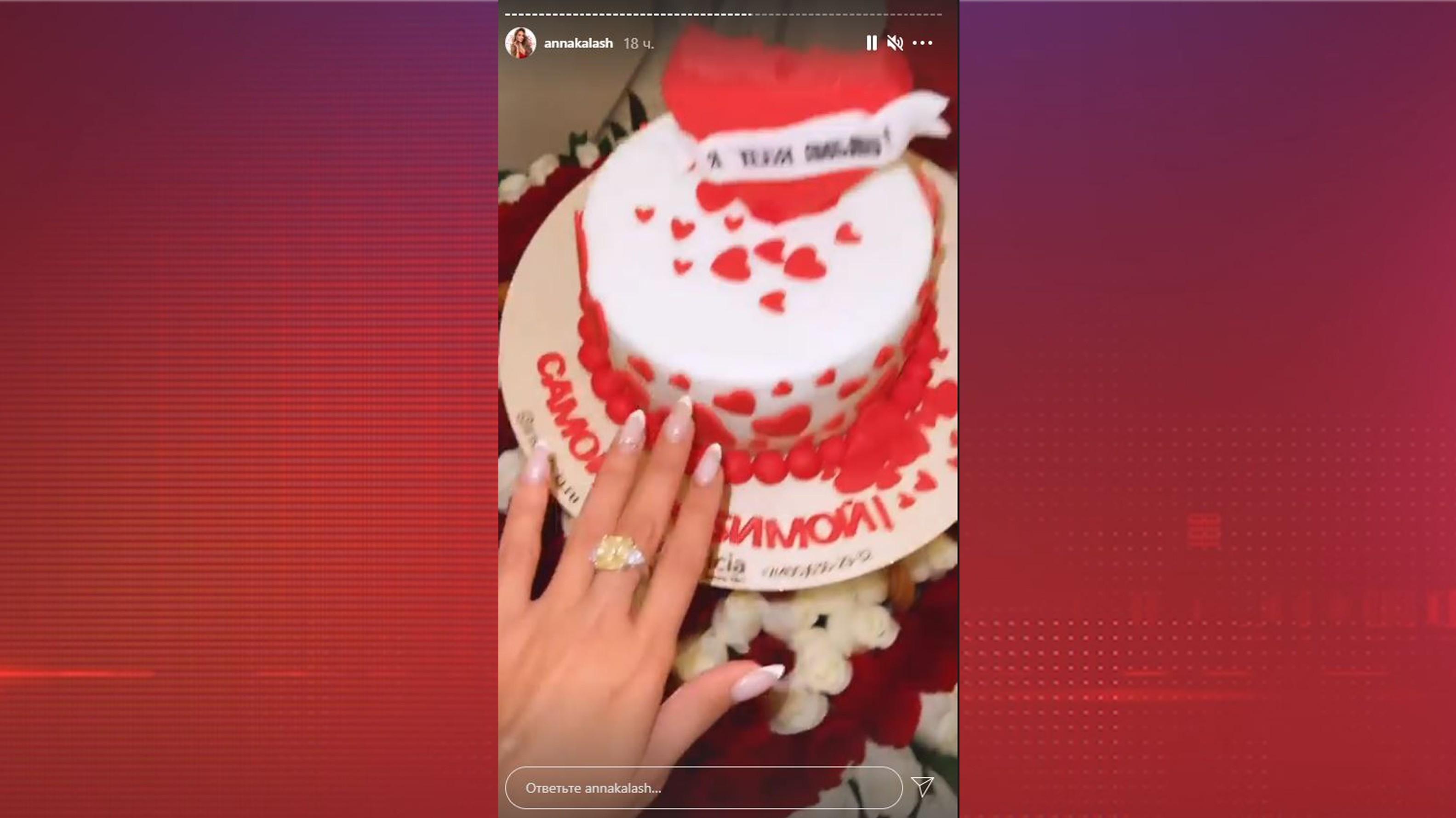Анна Калашникова сломала зуб о кольцо с бриллиантом
