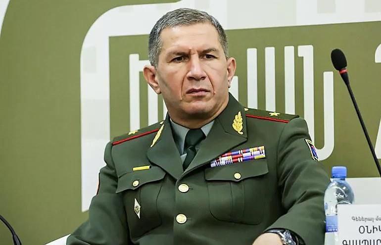 Премьер-министр Армении уволил главу Генштаба после критики в свой адрес