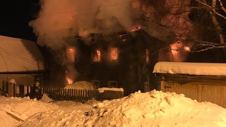 Кадры с места пожара в Кирове, унесшего жизни пяти человек