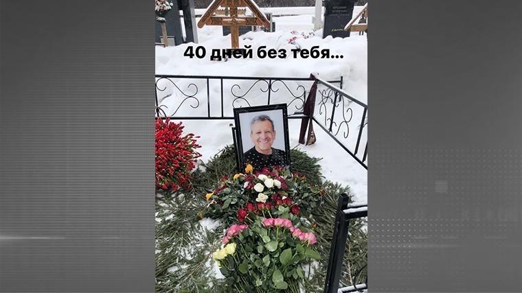 Вдова Грачевского показала могилу худрука «Ералаша» на 40-й день его смерти
