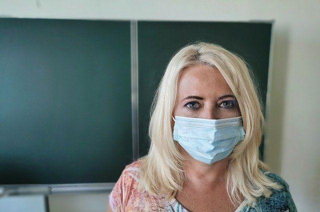 Введенные в школах из-за коронавируса ограничения продлены до 2022 года
