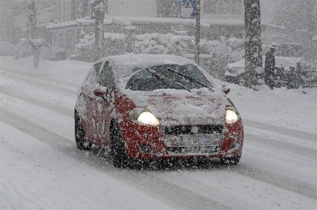 НЗ для спасения. Какие вещи надо положить в машину зимой?