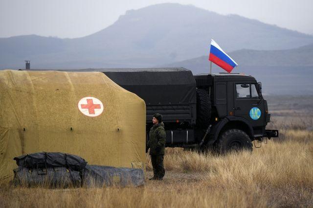 За сутки российские военные медики оказали помощь 95 жителям НКР