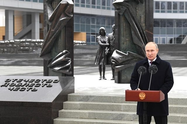 Путин поздравил Службу внешней разведки со 100-летием