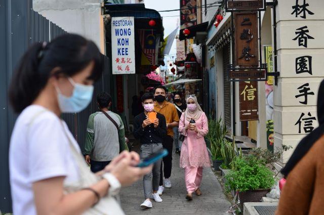 Малайзия сообщила о планах получить российскую вакцину от COVID-19