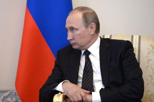 Путин заявил о необходимости повышать МРОТ