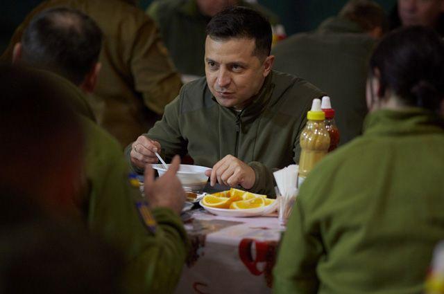 «И женщин мобилизуем». Зачем Зеленский переплюнул Порошенко?
