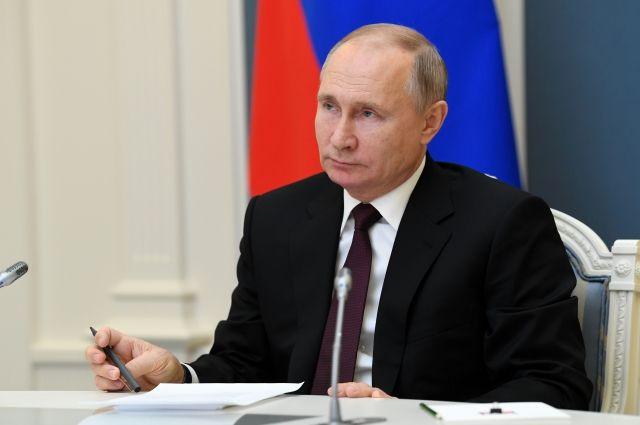 Путин поручил кабмину обеспечить субсидии учреждениям культуры