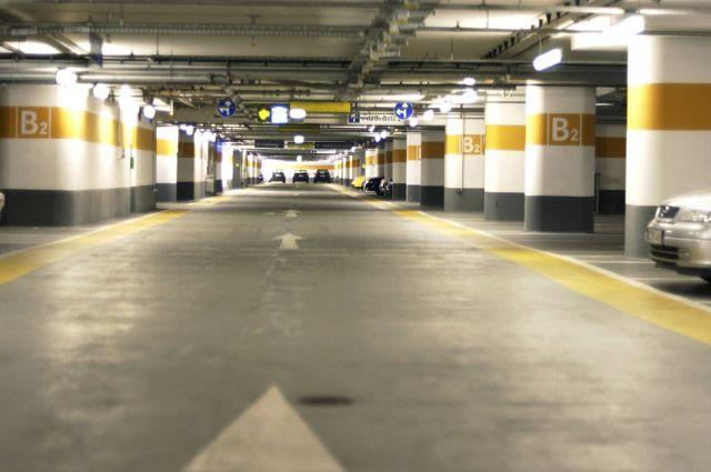 Передом или задом? Как правильно парковаться «в гараж»
