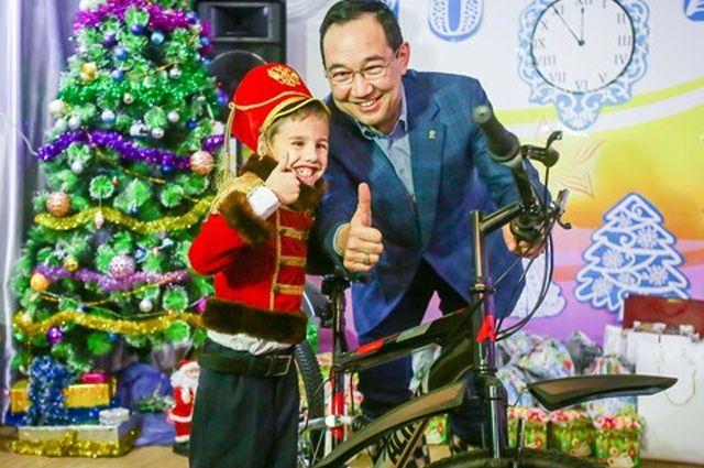 Исполнение мечты. Глава Якутии вручил подарок воспитаннику детского центра