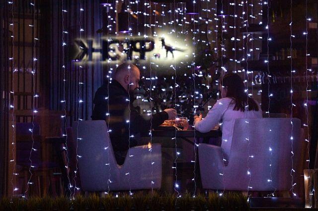 В Петербурге кафе и рестораны с 4 января смогут работать до 23.00