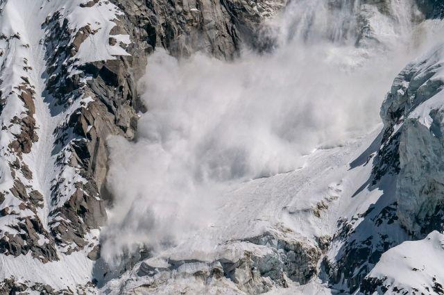 В Швейцарии на горнолыжном курорте лавина накрыла 10 человек