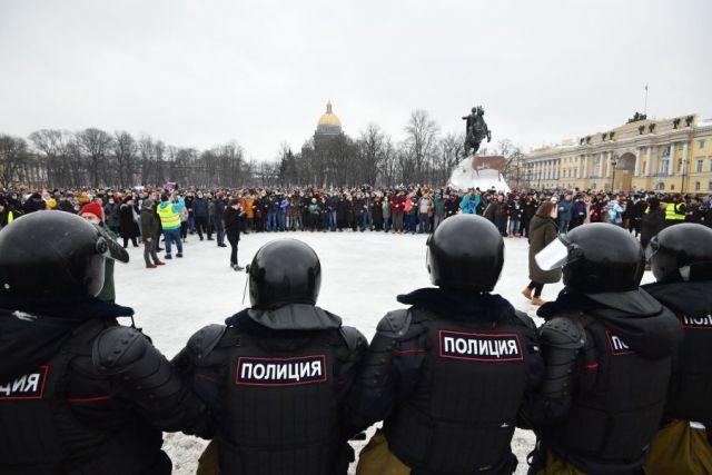 Задержаны несколько участников несанкционированной акции в Петербурге