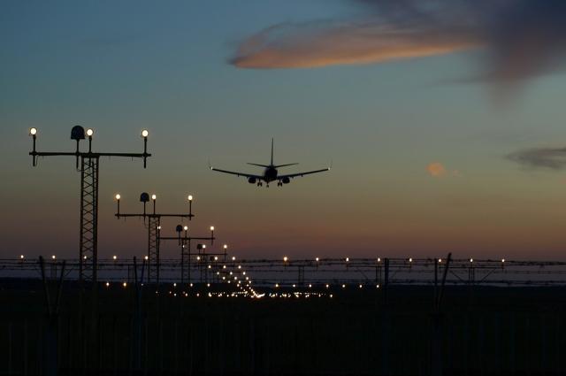 Иран решил пока не возобновлять авиасообщение с Великобританией