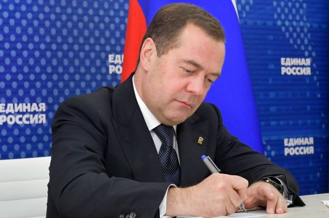 Медведев посетовал на маркировку его аккаунта как государственного