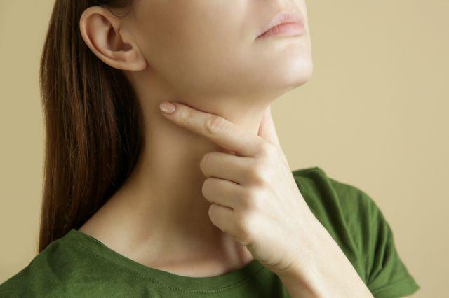 Семь видов боли в горле. На какие патологии они указывают и как их лечить