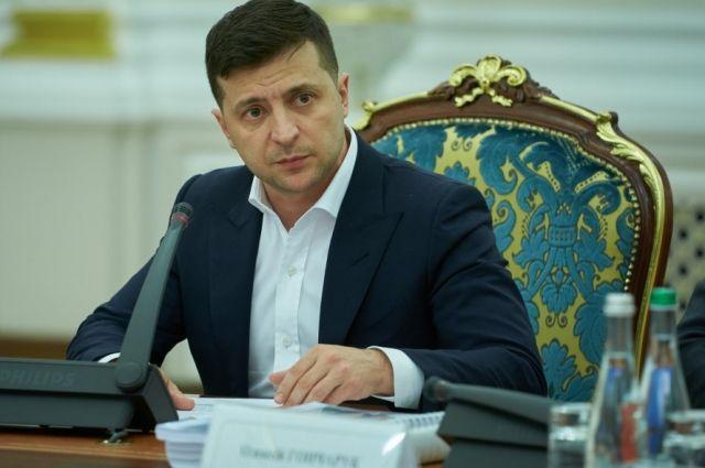 Зеленский поручил пересмотреть сценарии по урегулированию в Донбассе