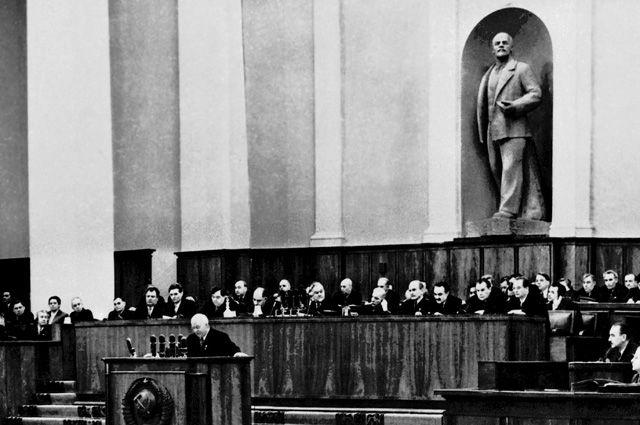 «Был культ, но была и личность». Чем разоблачение Сталина аукнулось Хрущёву