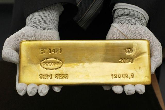 Центробанк России распродает золотой запас. Что это значит?