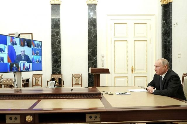 Путин обсудил с членами Совбеза ситуацию вокруг урегулирования в Карабахе