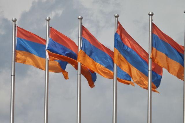 Президент Армении не утвердил отставку главы генштаба ВС