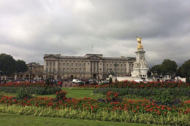 Букингемский дворец намерен изучить заявление Маркл по расовому вопросу
