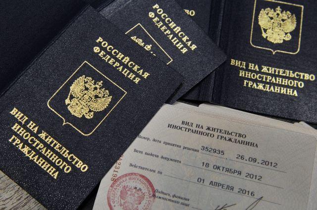 Совфед одобрил закон о прекращении выплаты пенсий иностранцам без ВНЖ