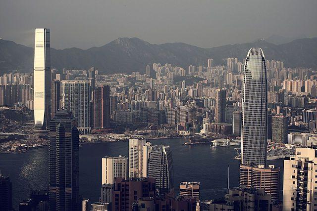 Китай отреагирует на введенные Вашингтоном санкции из-за Гонконга