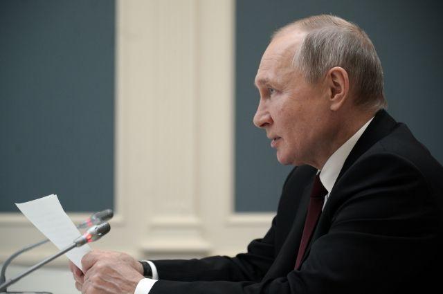 Путин поздравил жителей Чечни с Днем Конституции республики