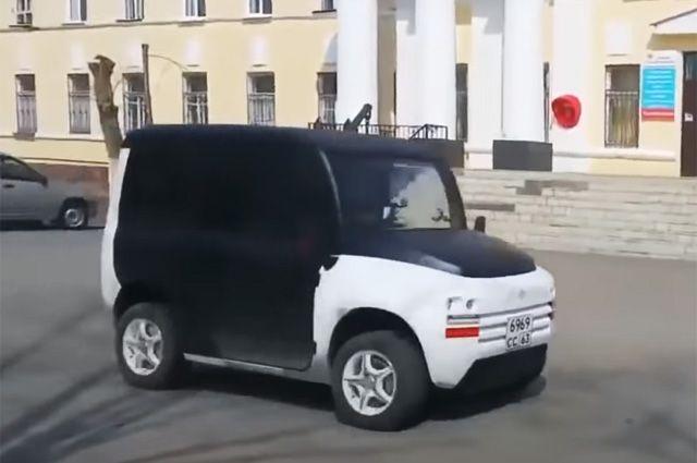 Мантуров прокатился на российском электрокаре Zetta в Тольятти