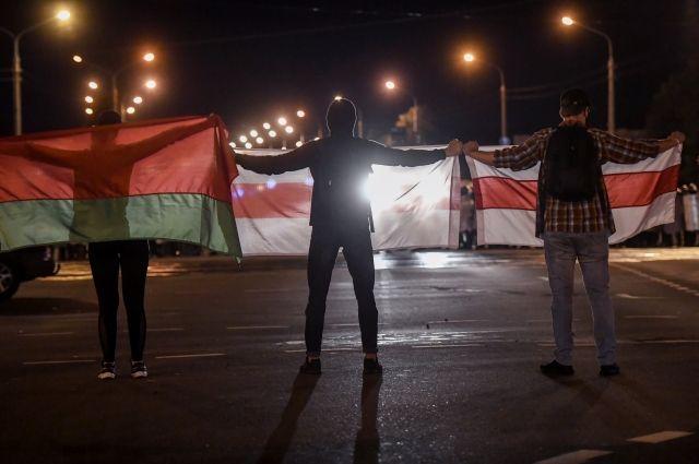 В центр Минска силовики направили военную технику из-за акции оппозиции