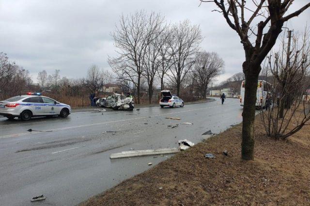 В Приморье в результате столкновения машины и автобуса погиб один человек