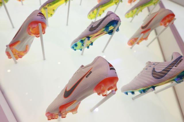 Nike требует запретить продажу кроссовок с сатанинской стилистикой