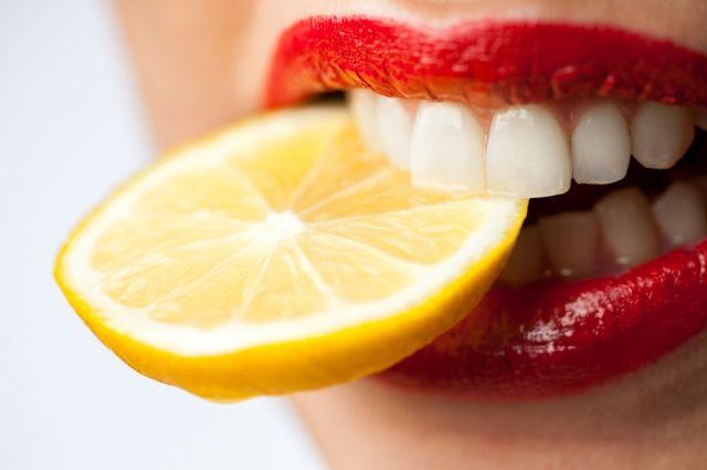 Кислое не предлагать. 5 способов снизить чувствительность зубов