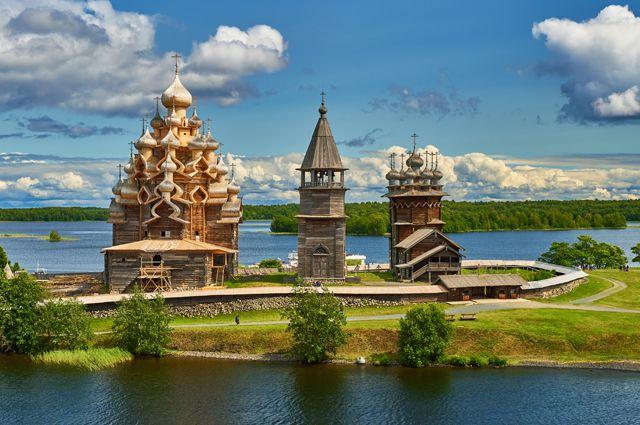Карелия и Псков будут принимать туристов только с антиковидным статусом