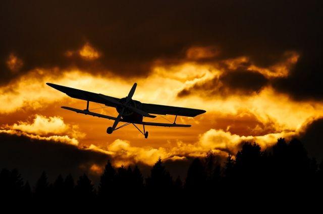 В Коми самолёт совершил аварийную посадку на автомобильную трассу