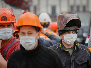 Количество официально безработных россиян резко сократилось