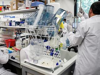 Центр Чумакова рассчитывает зарегистрировать свою вакцину в феврале 2021 года