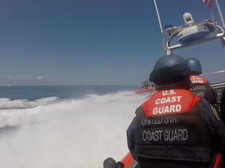 У берегов Сан-Диего в США перевернулось судно: есть погибшие и пострадавшие