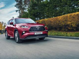 В России начались продажи нового Toyota Highlander