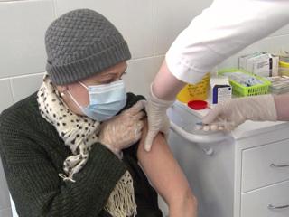 В Петербурге вакцинировались почти 6 тысяч человек